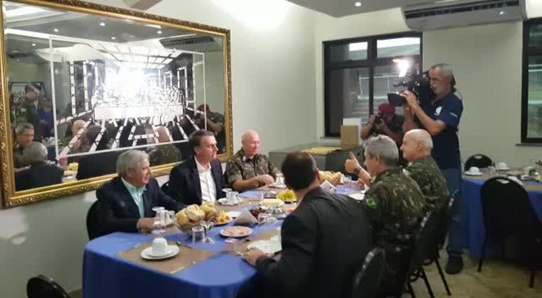 Jair Bolsonaro em café da manhã com oficiais da Vila Militar, no Rio de Janeiro