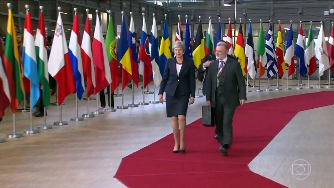 Theresa May se reúne em Bruxelas para acertar últimos detalhes do Brexit