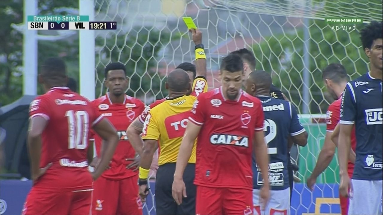 Pênalti: Defensor do Vila faz um bloqueio de vôlei na área aos 19 do 1º tempo