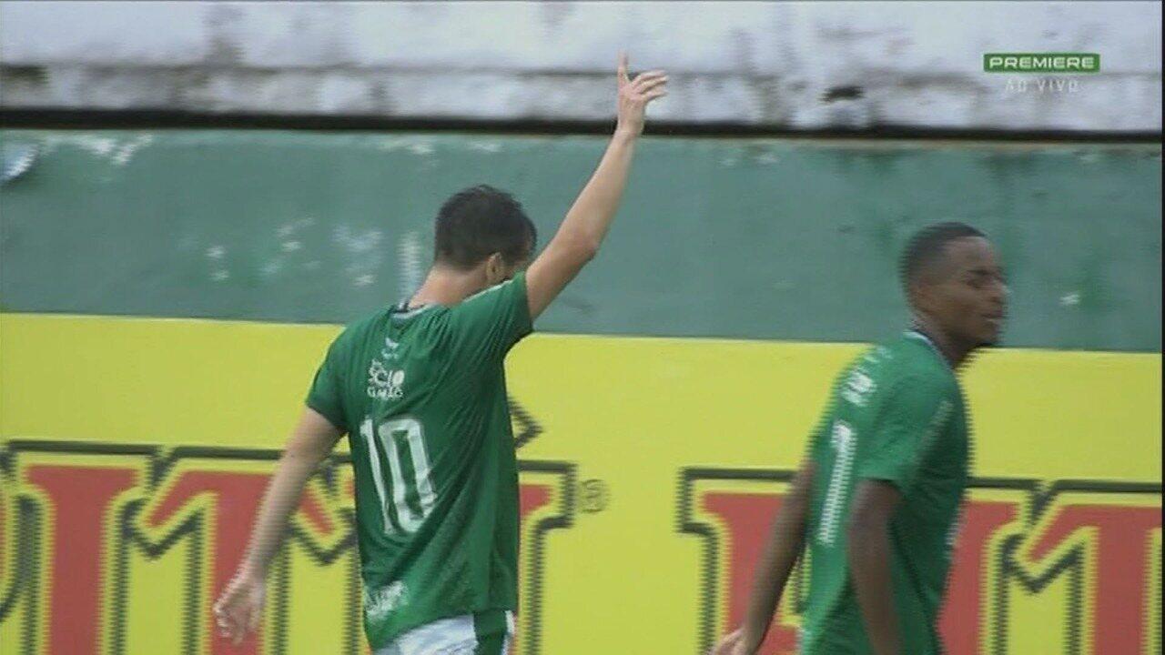 Gol do Guarani! Longuine chuta de fora da área e abre o placar, aos 41 minutos do 1º tempo