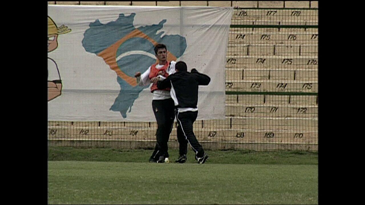 Tevez briga com Marquinhos durante treino do Corinthians em 2005