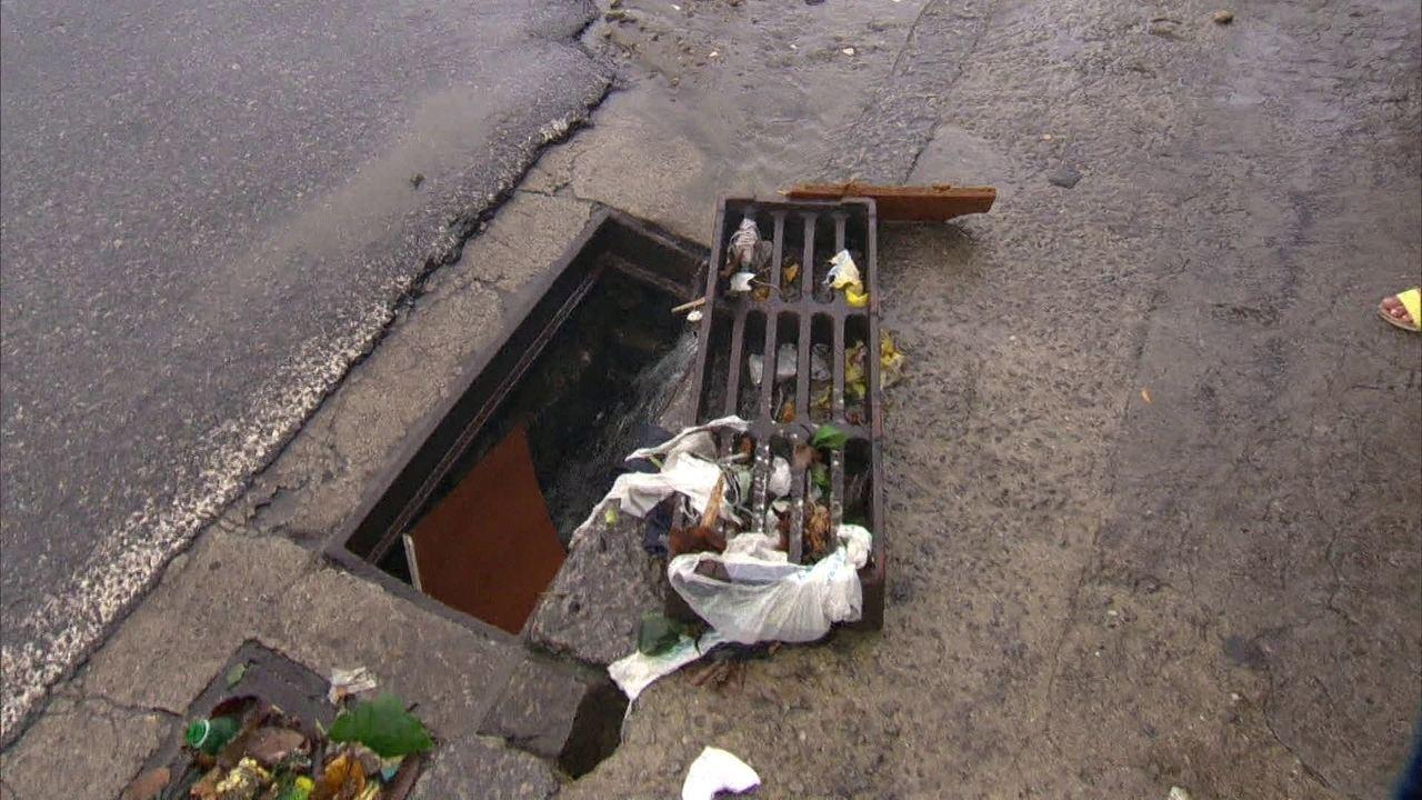 Especialista fala sobre os motivos que levam a chuva a ser um transtorno no Rio