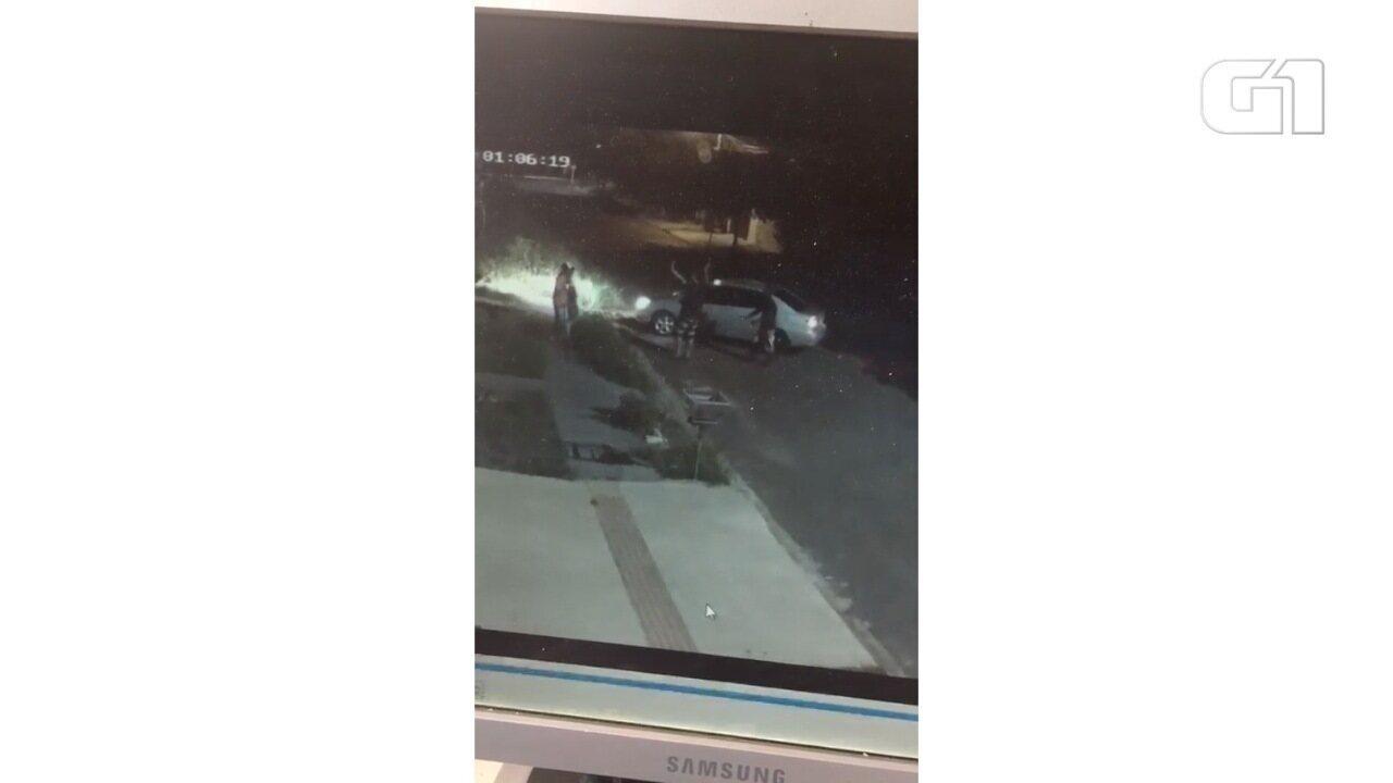 Suspeitos rendem família na chegada em casa em Campo Grande