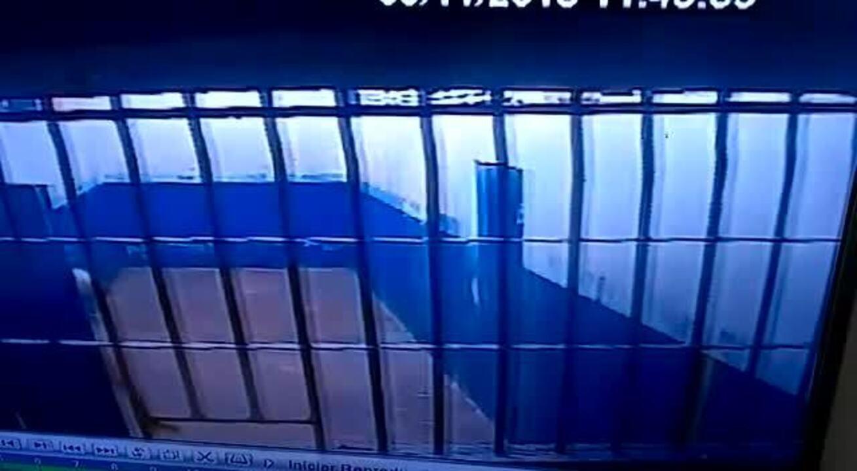 Polícia prende agentes prisionais suspeitos passar drogas a detentos, em Aragarças