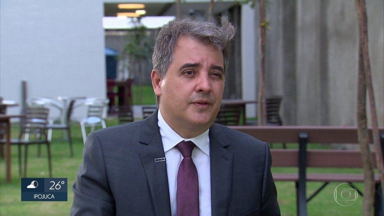 Secretário da Fazenda diz que está garantido pagamento de 13º a servidores de Pernambuco
