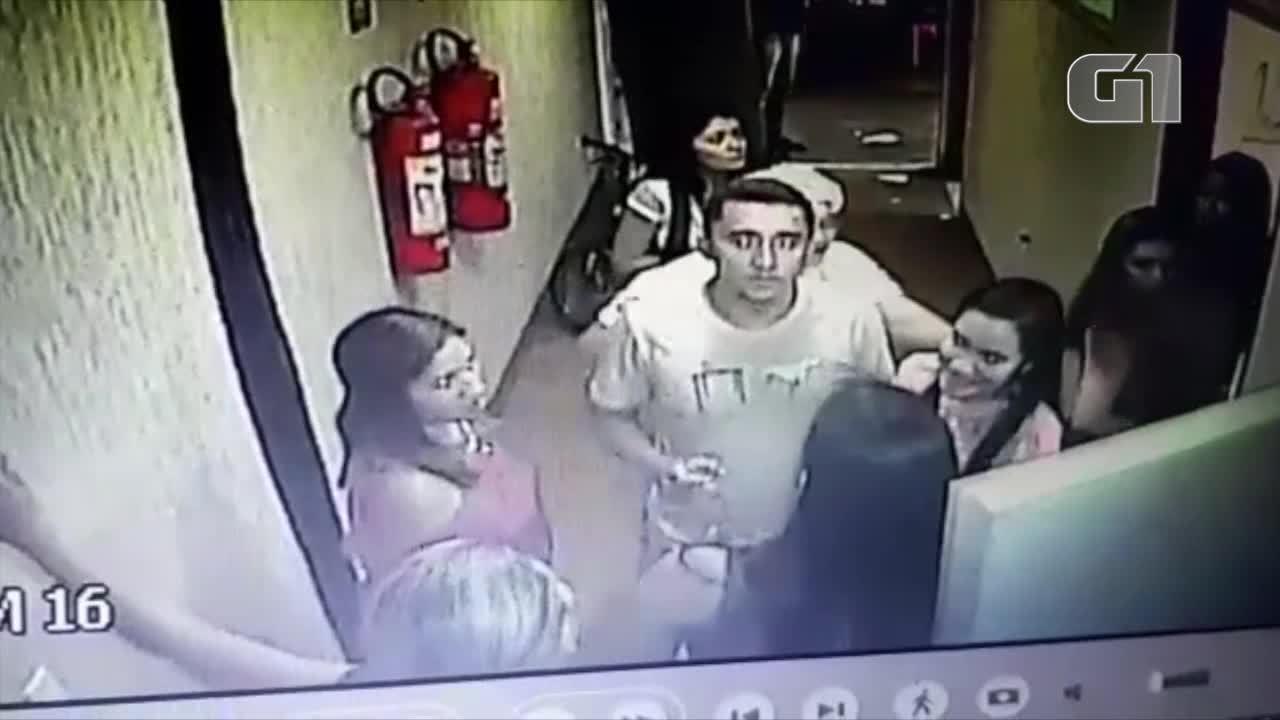 Mulher foi atingida no rosto por um copo durante a discussão