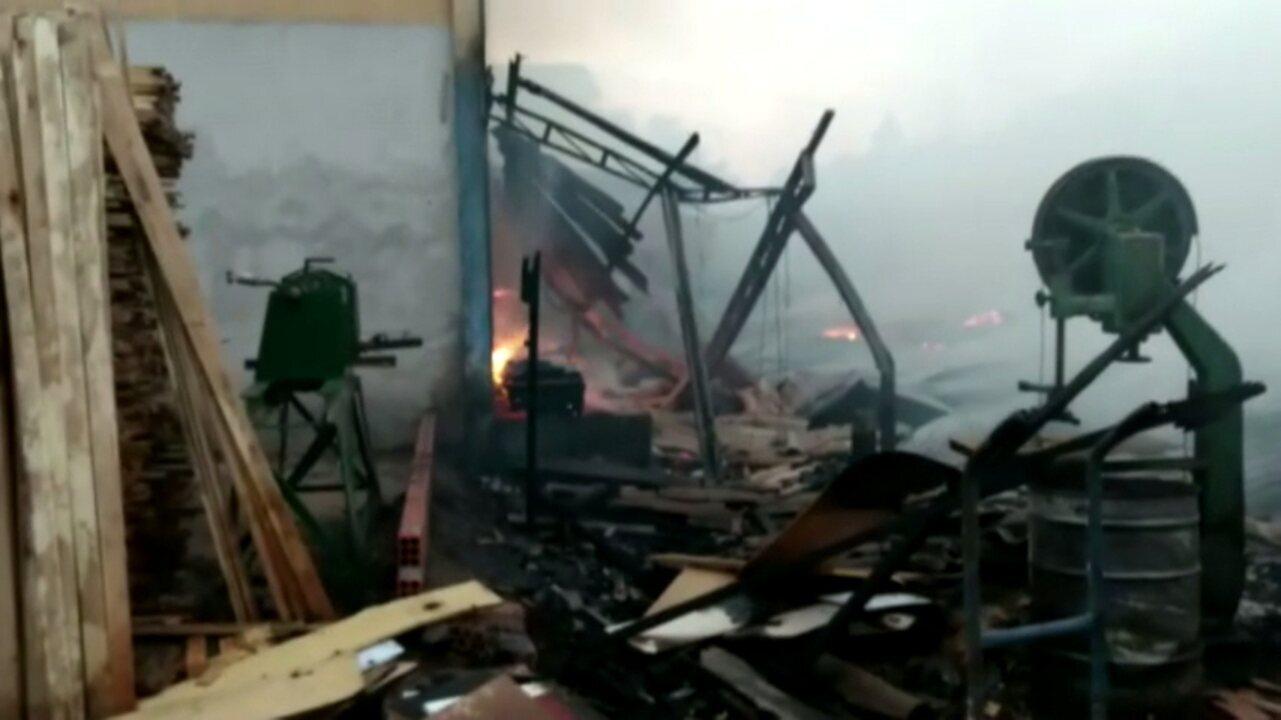 Incêndio destrói fábrica de móveis em Arapongas