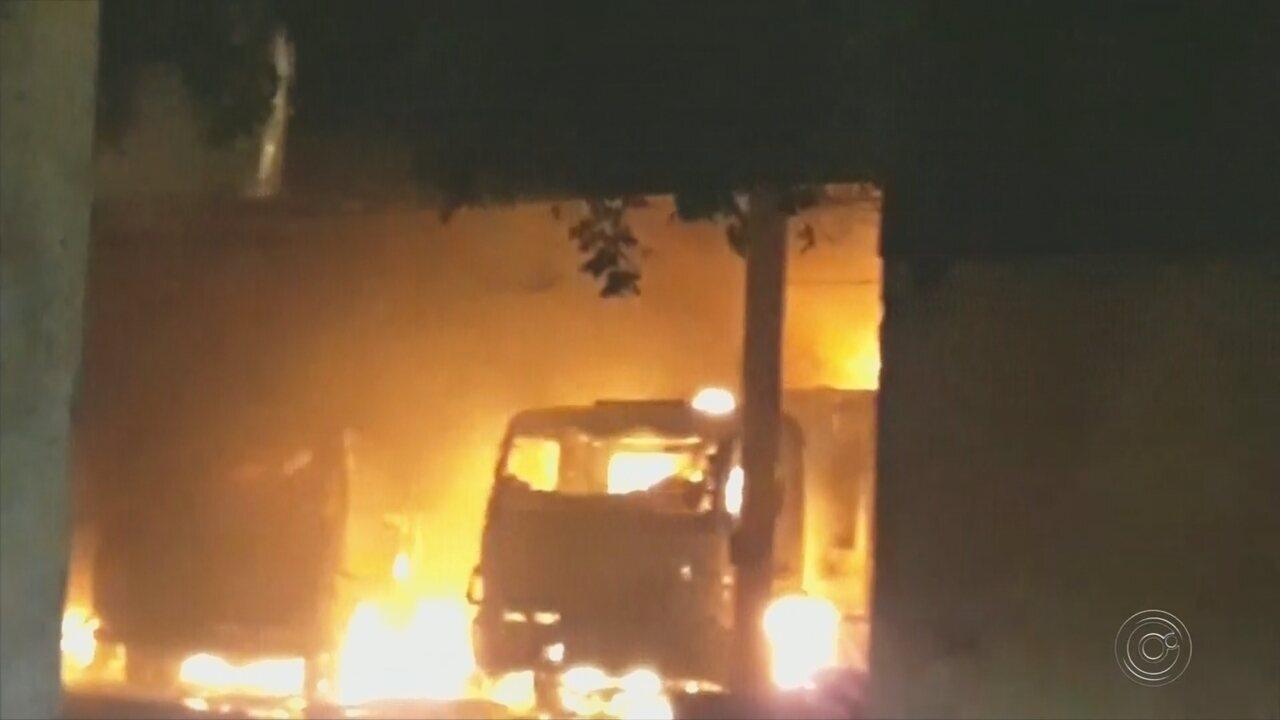 Incêndio destrói barracão da prefeitura de Paraíso