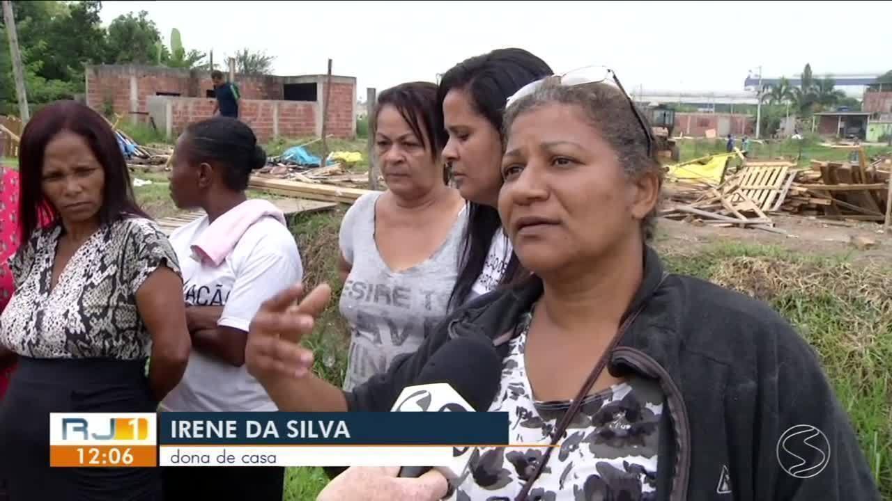 Reintegração de posse tira 180 pessoas de terreno em Porto Real