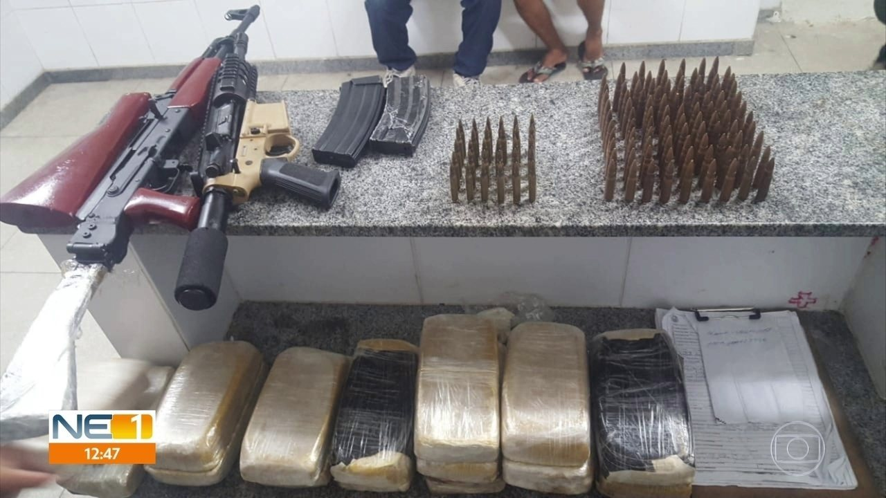 Polícia apreende drogas, munições e fuzil e prende duas pessoas no Grande Recife
