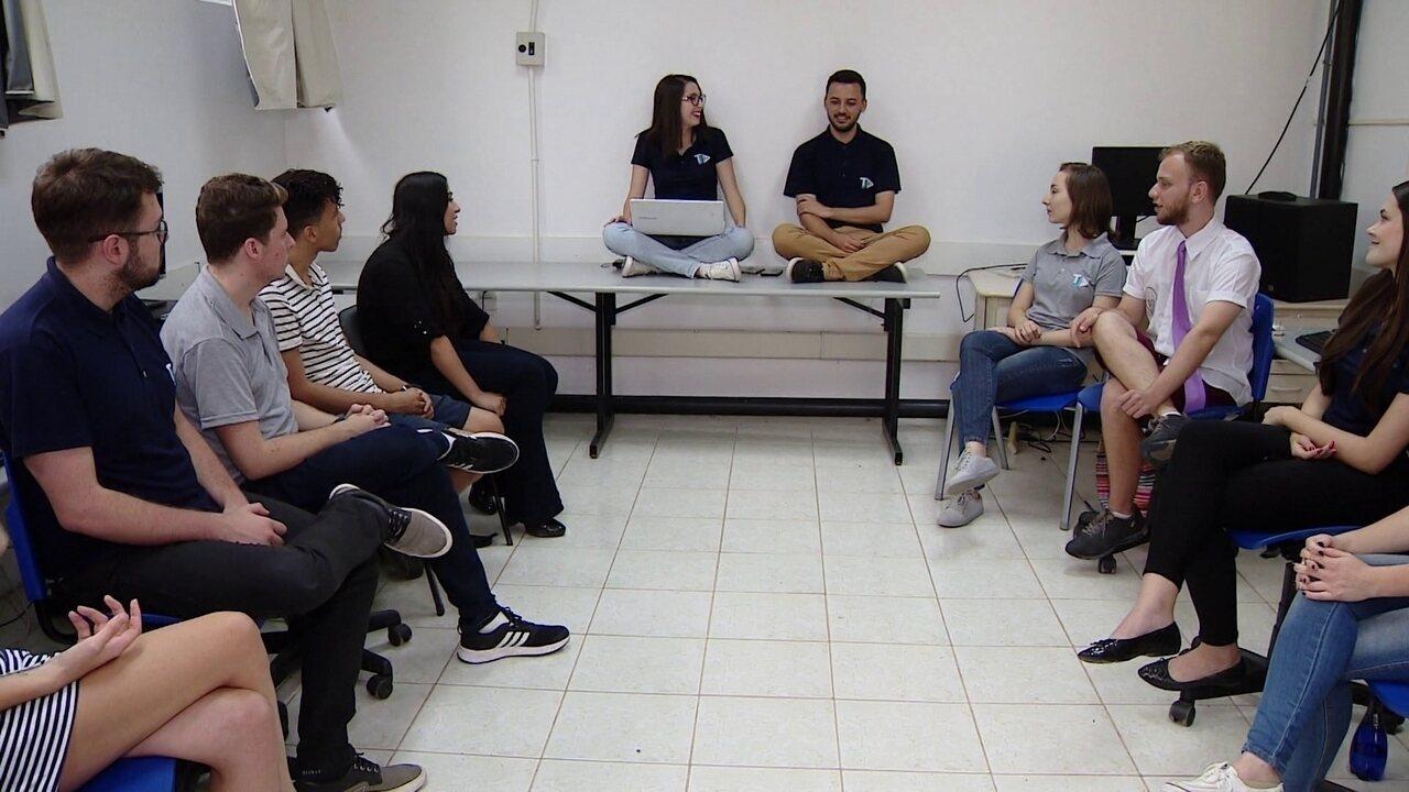 Alunos aprendem na prática como produzir um telejornal na UFSC