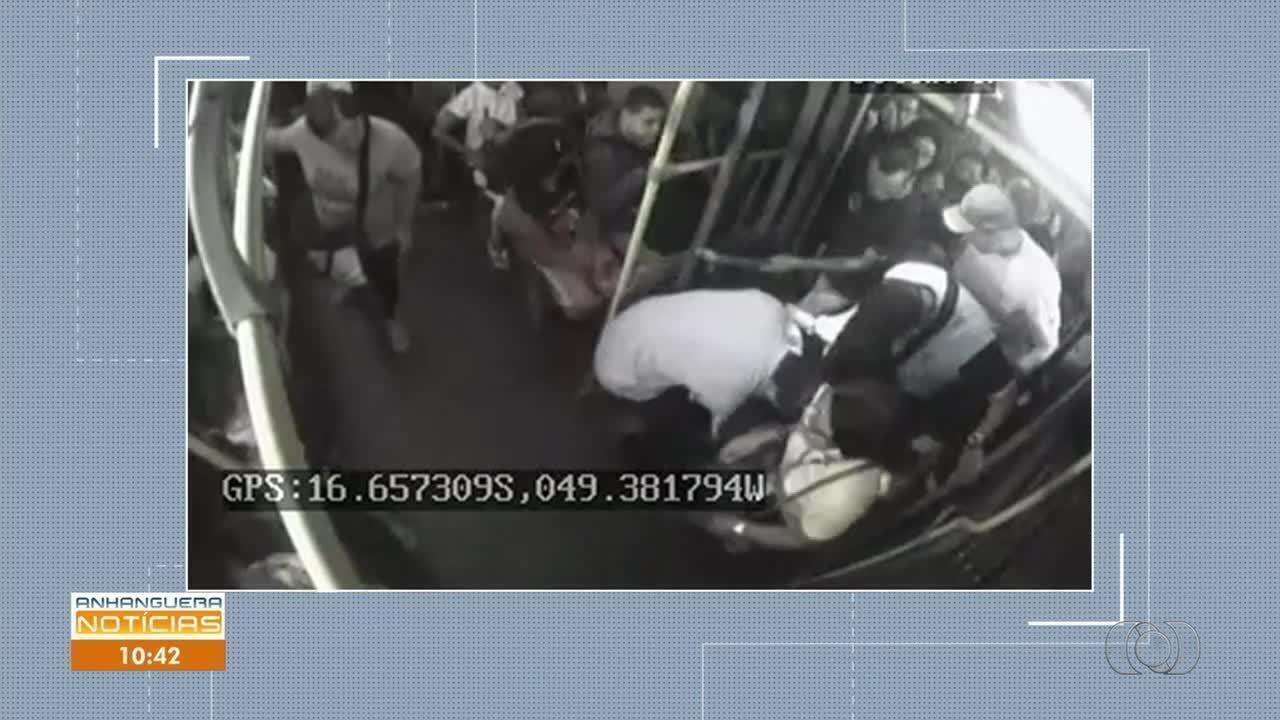 Vídeo mostra mulher sendo pisoteada durante embarque em ônibus de Goiânia