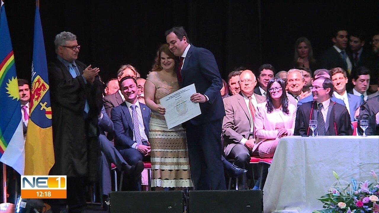 Paulo Câmara anuncia pagamento do 13º de servidores durante diplomação de candidatos