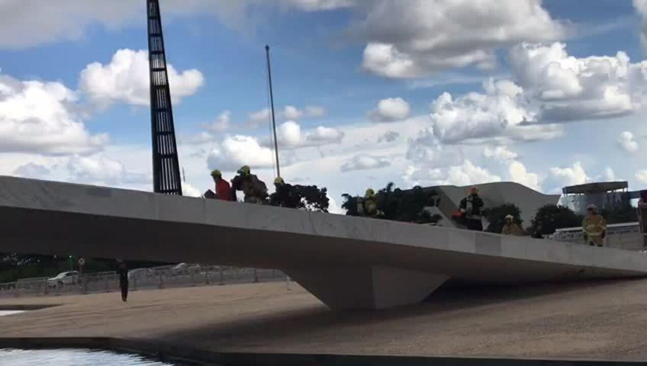 Corpo de Bombeiros sobe rampa do Palácio do Planalto em simulação de incêndio
