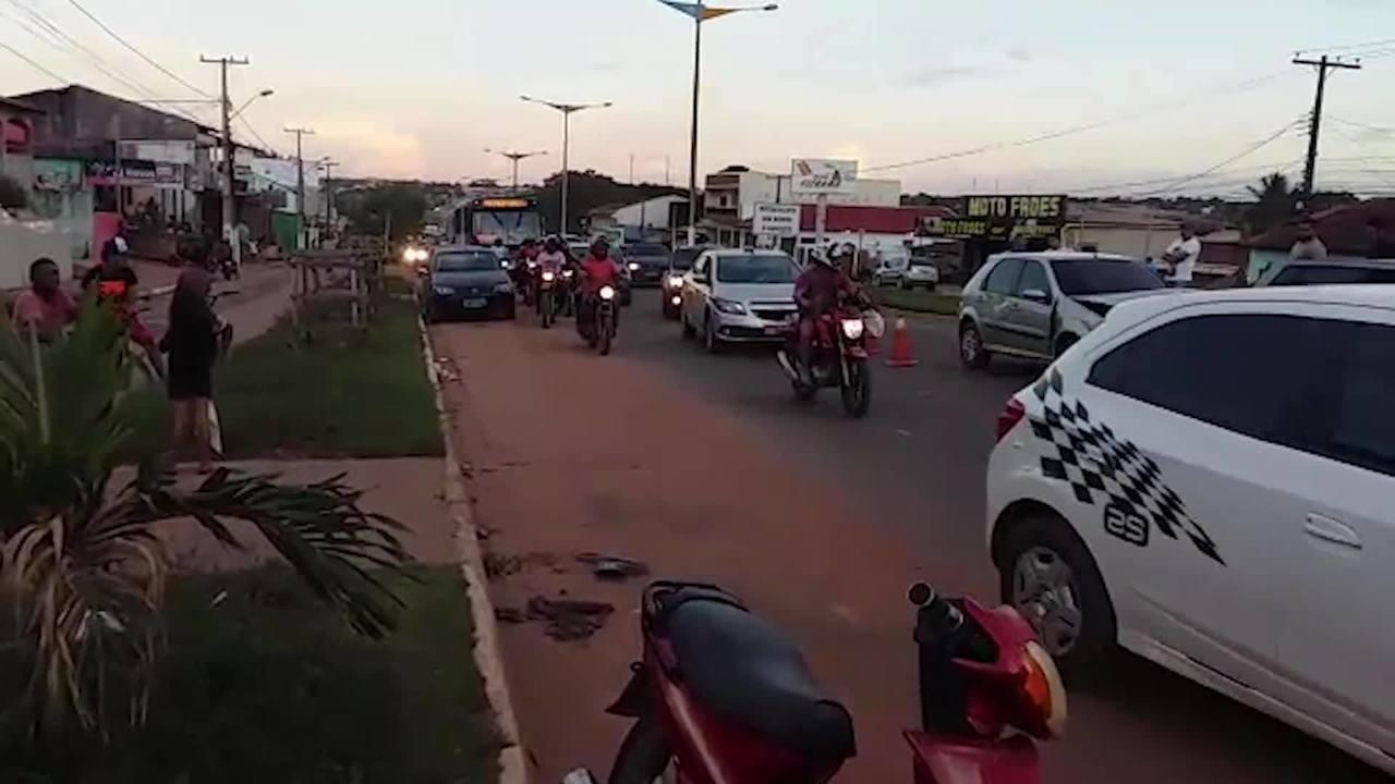 Engavetamento de quatro carros causa lentidão na Av. Fernando Guilhon