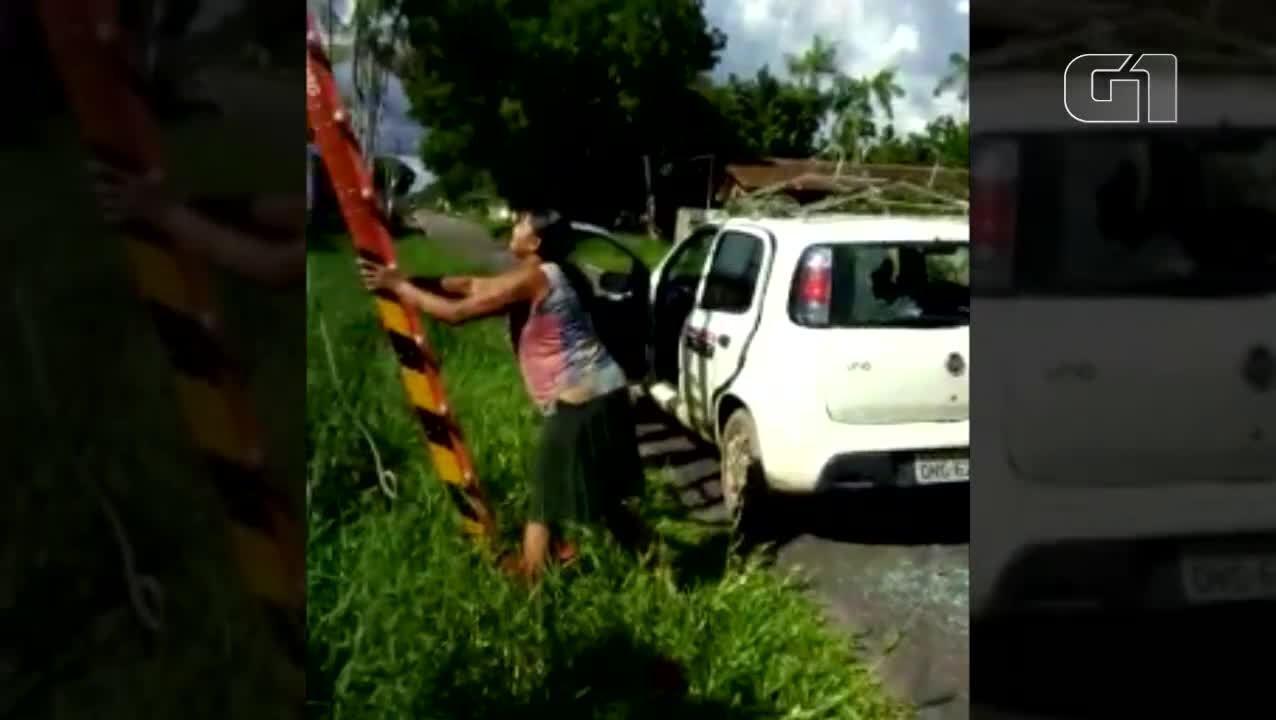 Moradora revoltada com funcionários da Celpa apedreja carro da empresa na Grande Belém