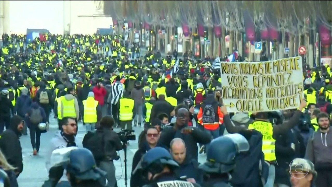 França enfrenta quarto final de semana seguido de protestos contra o governo