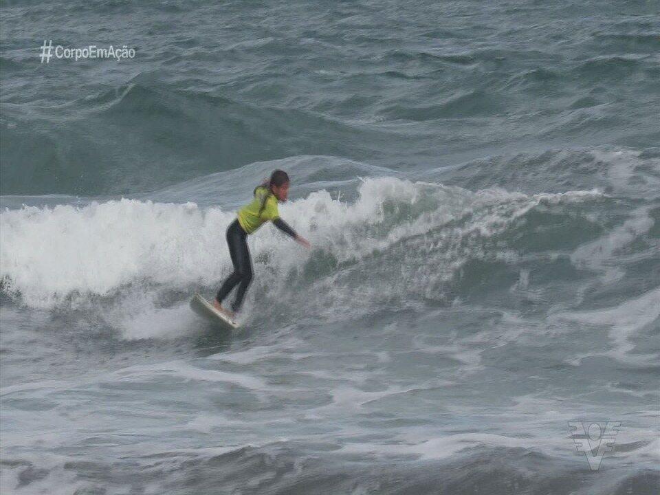 Conheça duas promessas do surfe feminino da Baixada Santista