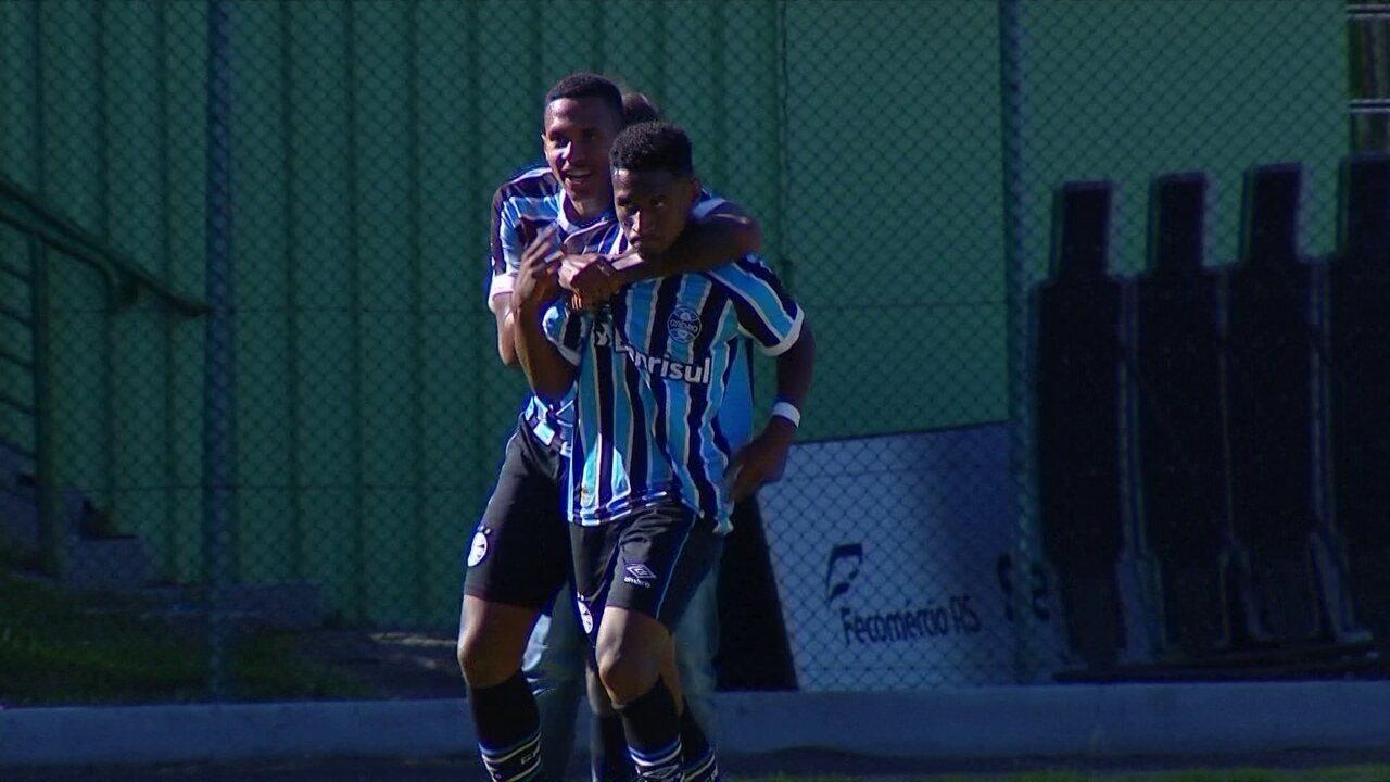 Gol do Grêmio! Tetê invade a área e vira o jogo, aos 18' do 2ºT