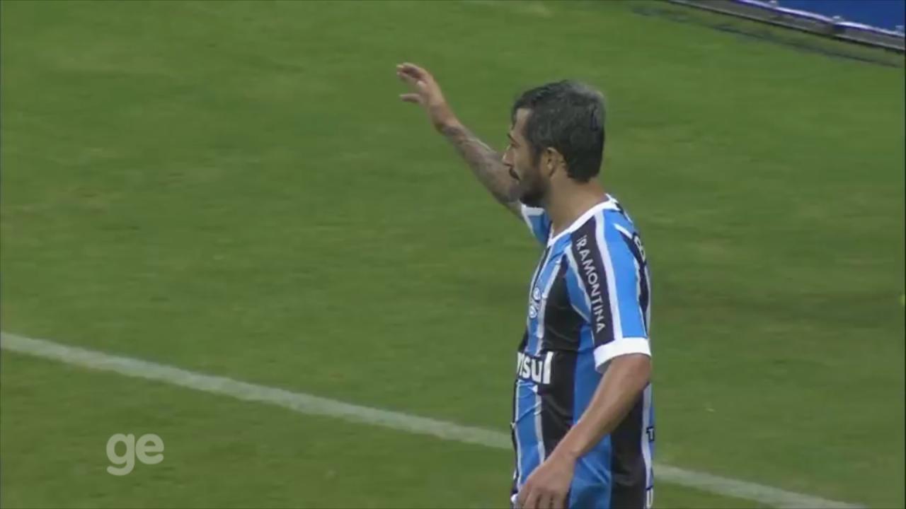 Relembre gols e passes de Douglas na segunda passagem pelo Grêmio 8fc5d16105f41