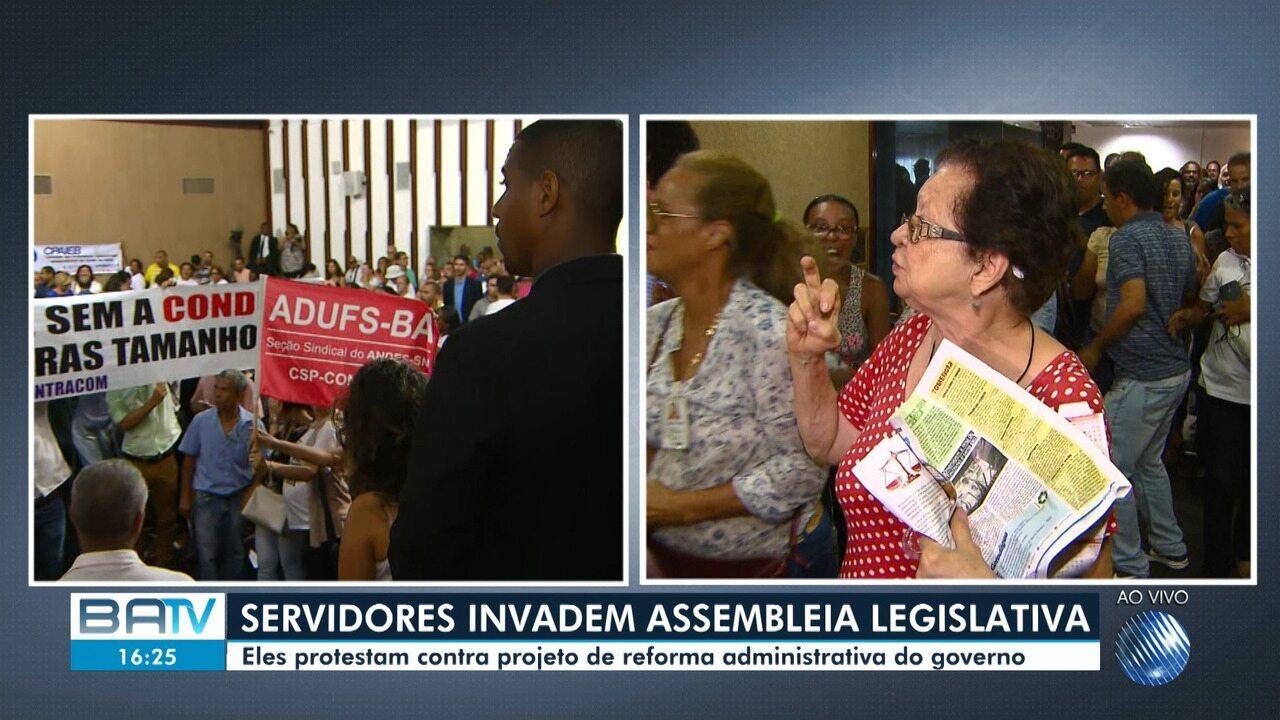 Manifestantes invadem o plenário da Assembleia Legislativa da Bahia e sessão é suspensa