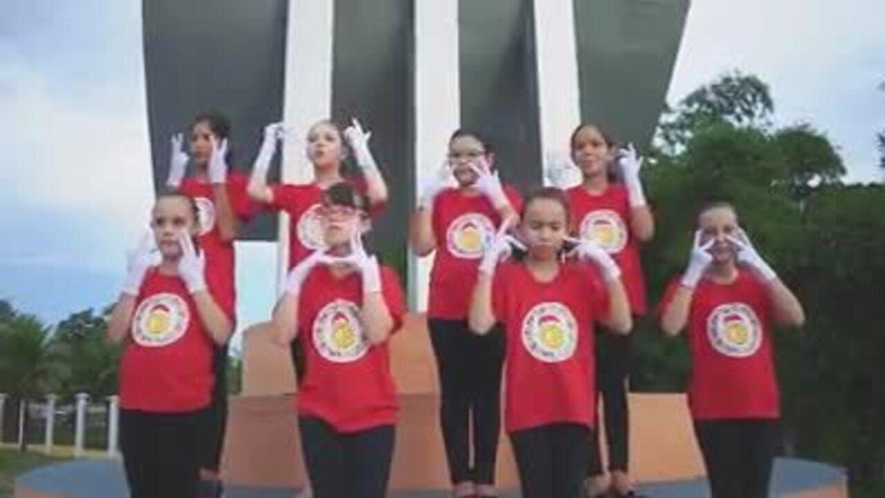 Crianças cantam 'Era uma vez' de Kell Smith