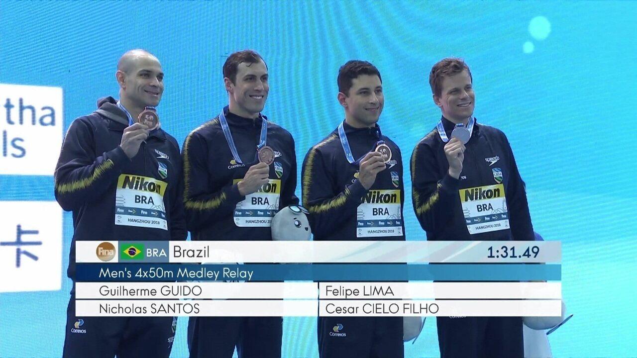 É bronze! Revezamento 4x50m medley conquista terceira medalha para o ... f6836456a68b7
