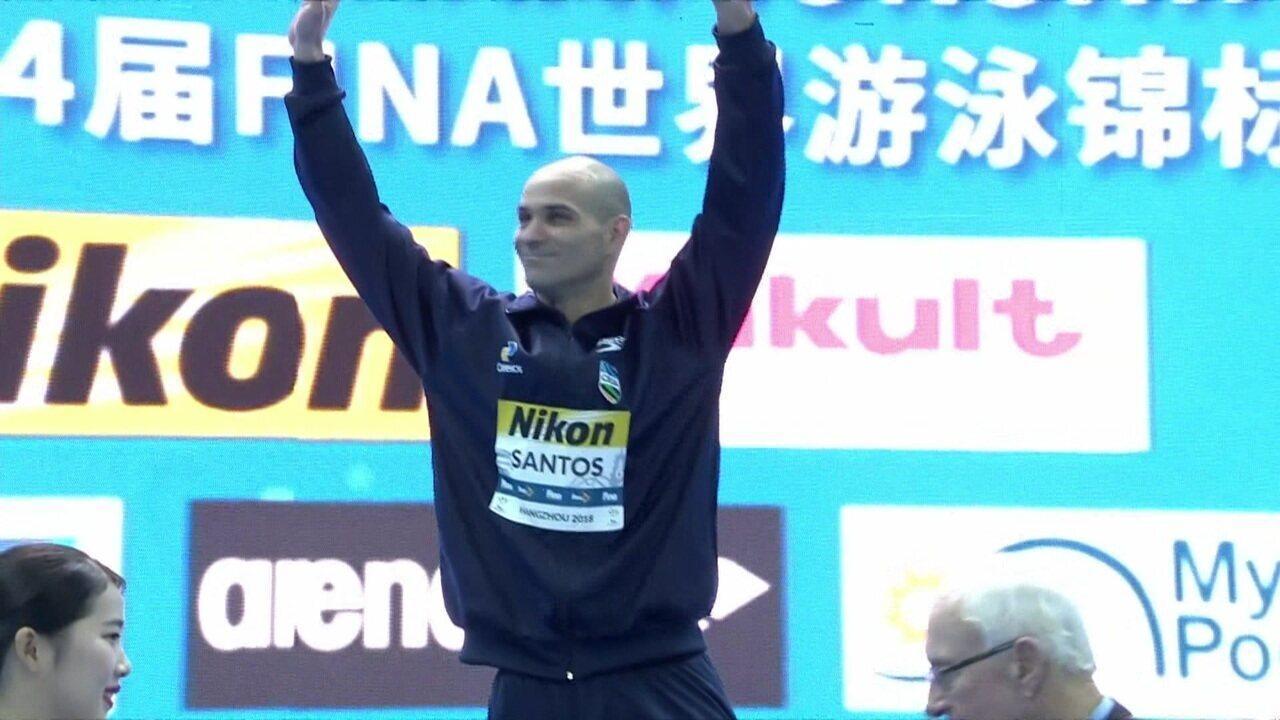Nicolas Santos conquista a medalha de ouro na prova dos 50m borboleta no Mundial de piscina curta de natação