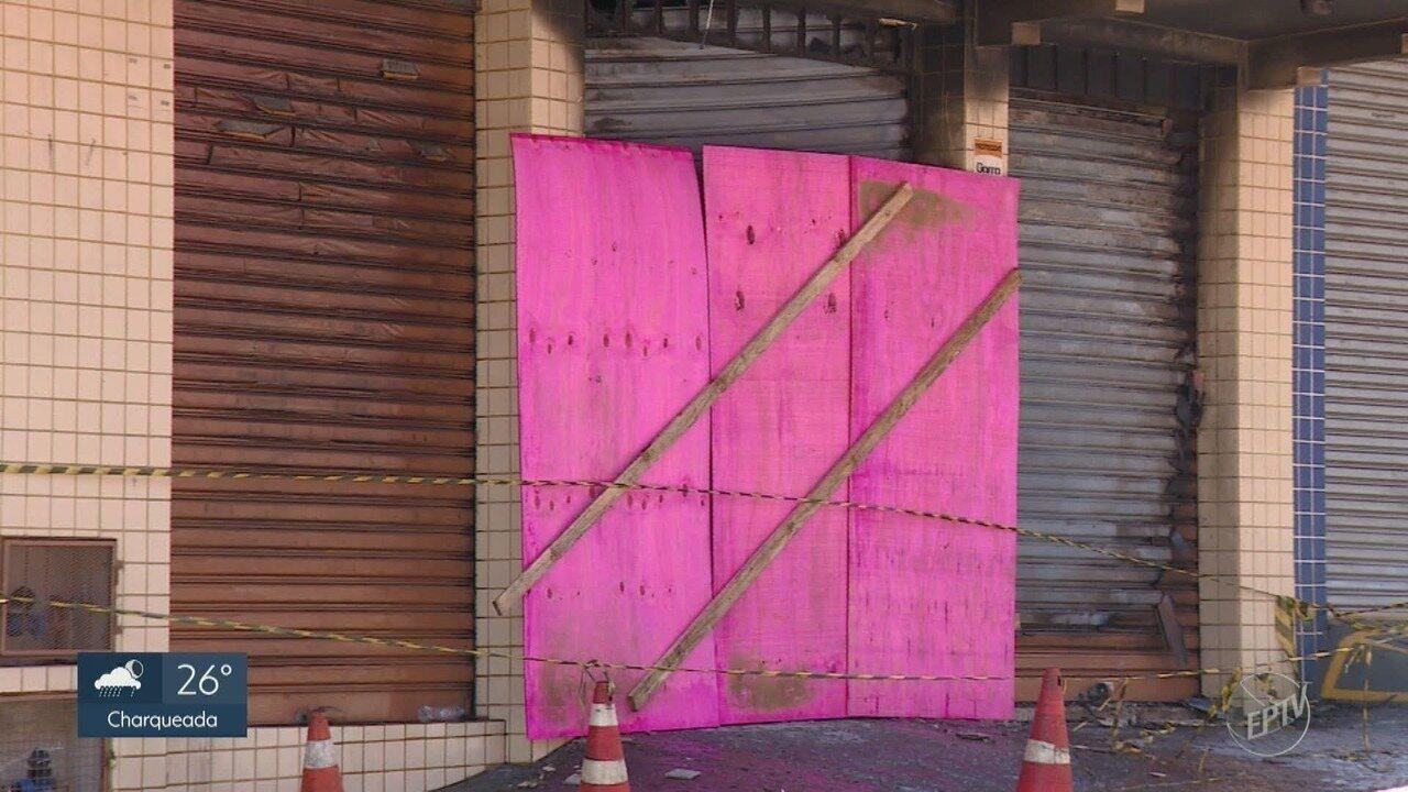 Defesa Civil de Piracicaba interdita 2 prédios no centro após incêndio de loja de tecidos