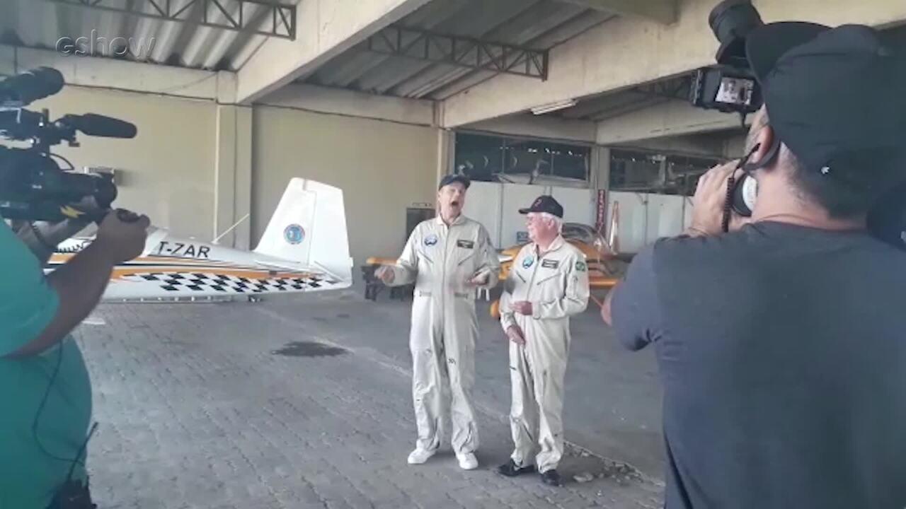 Otaviano Costa voa na Esquadrilha da Fumaça ao lado de Coronel Gonzaga