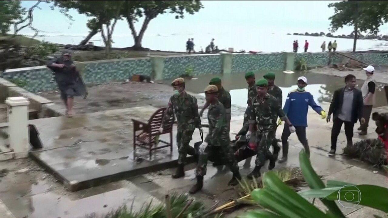 Tsunami na indonésia deixa mais de 370 mortos; alerta continua