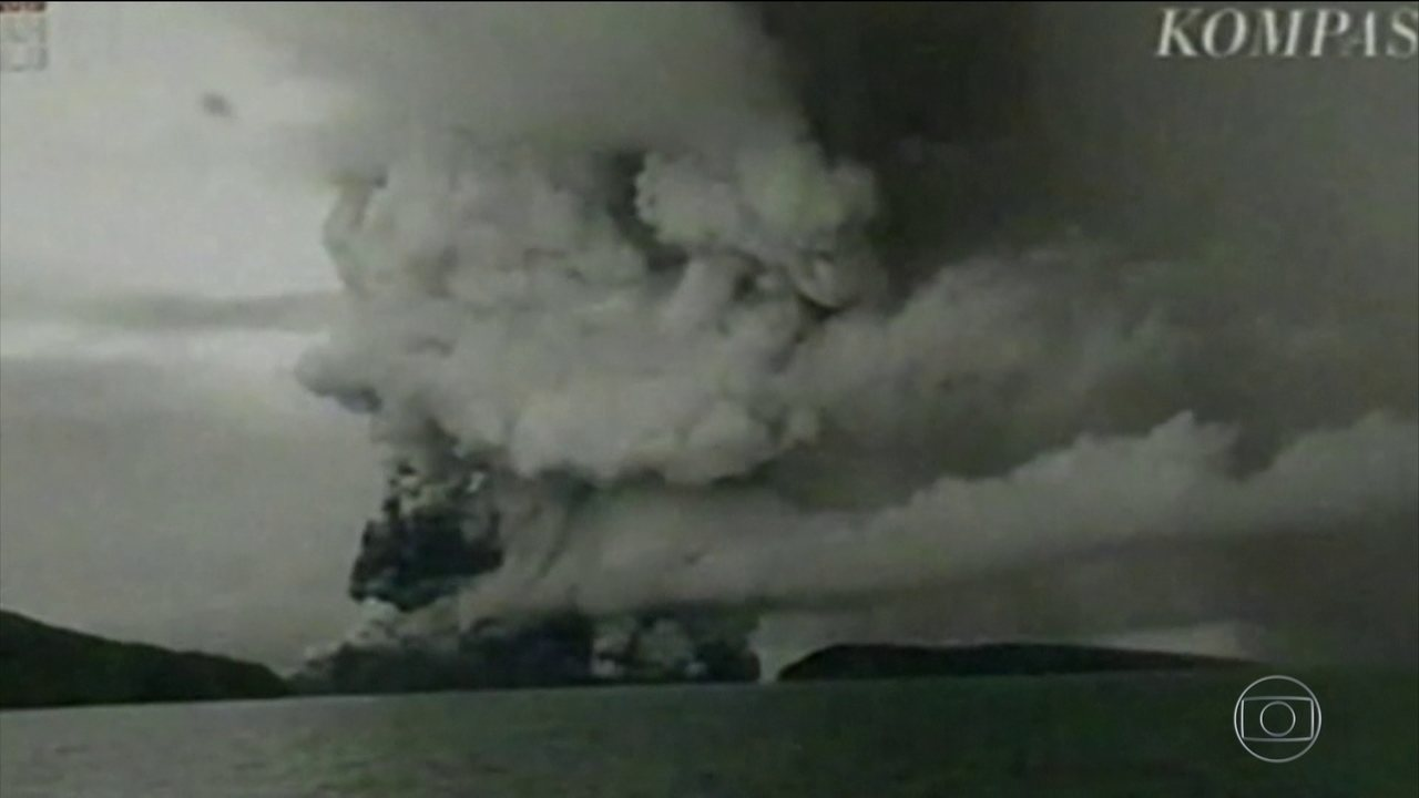 Indonésia eleva nível de alerta para vulcão Anak Krakatoa