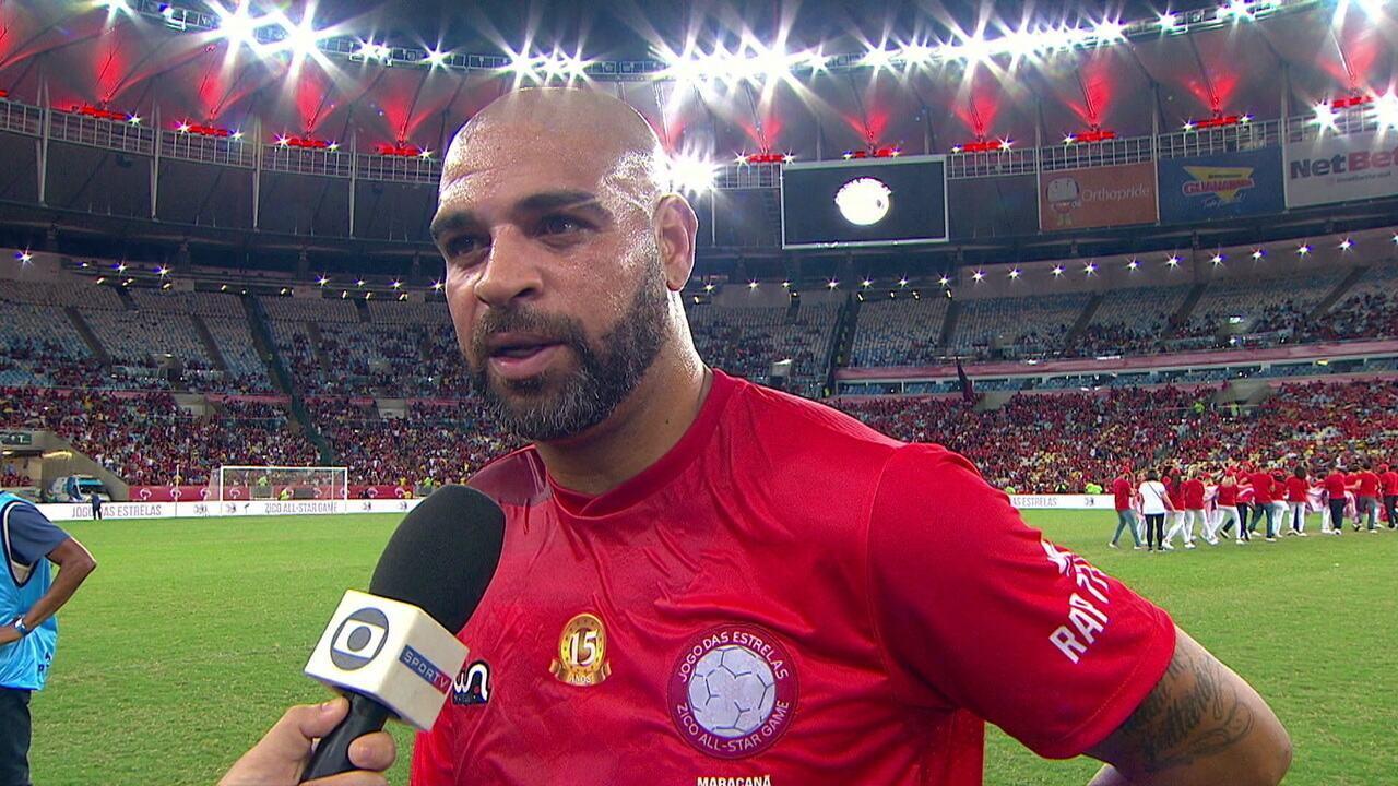 Adriano Imperador agradece o carinho de torcedores do Flamengo, mas fecha a cara ao ser perguntado sobre Inacreditável FC