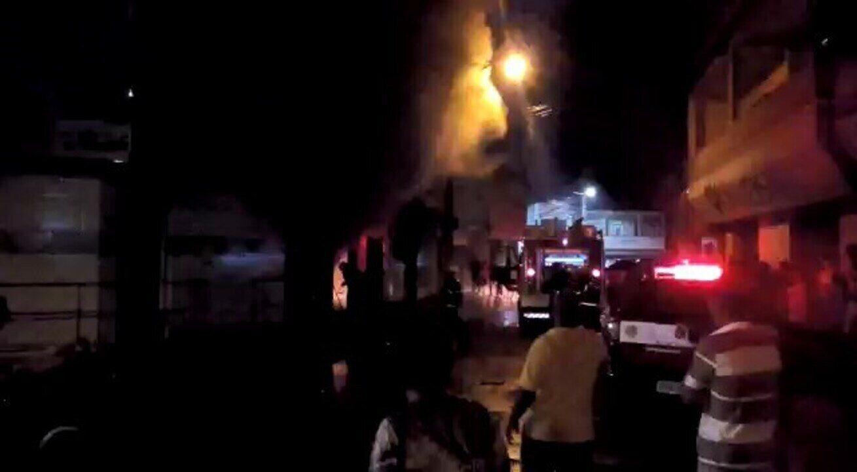 Incêndio destrói farmácia e dono contabiliza prejuízo de R$ 200 mil; veja vídeo