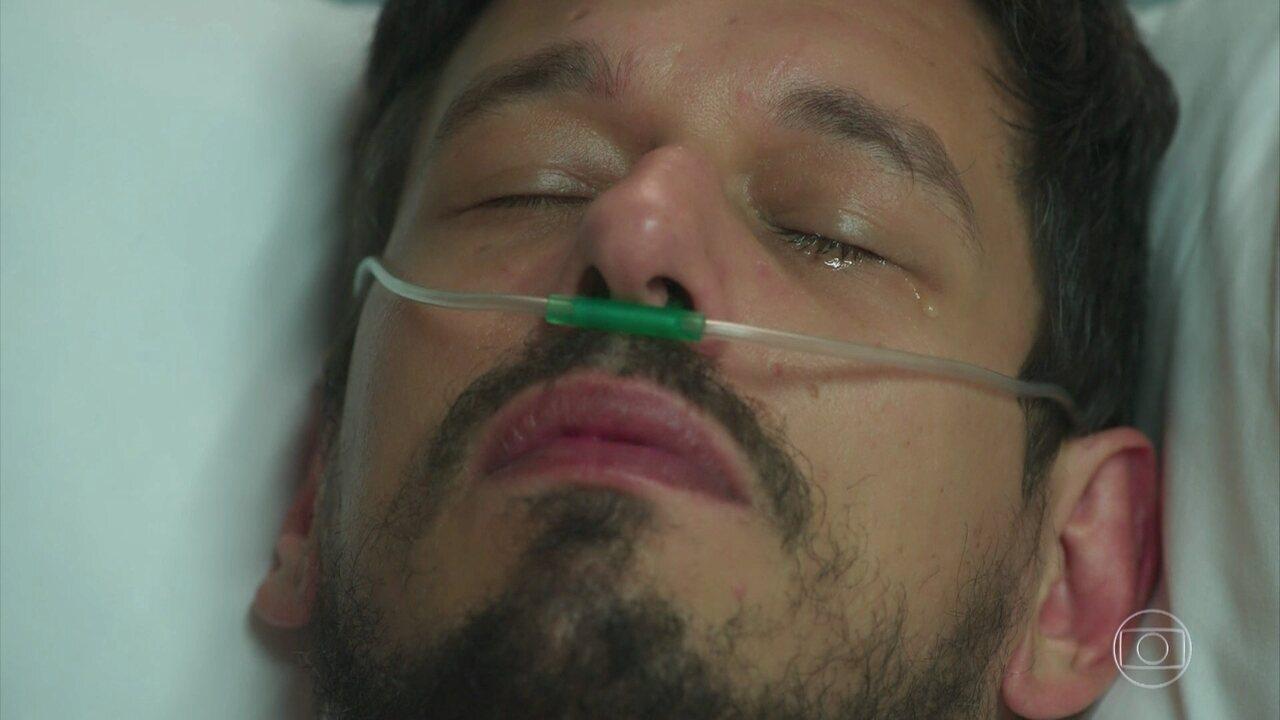 Alain reage à visita de Priscila no hospital