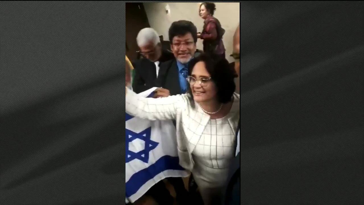 """""""Menino veste azul e menina veste rosa"""", diz ministra Damares Alves em vídeo"""