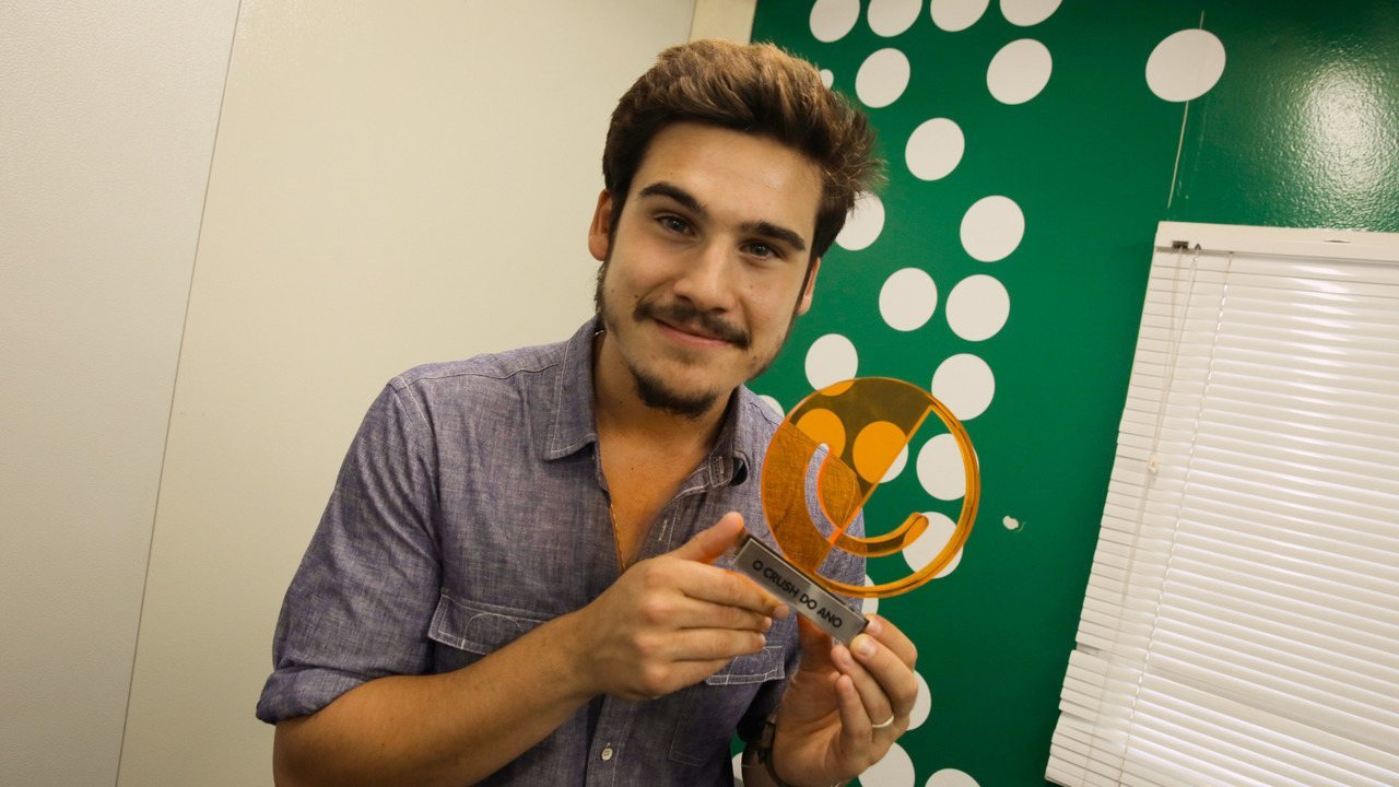 Nicolas Prattes recebe o troféu de 'crush do ano' do Prêmio Gshow 2018