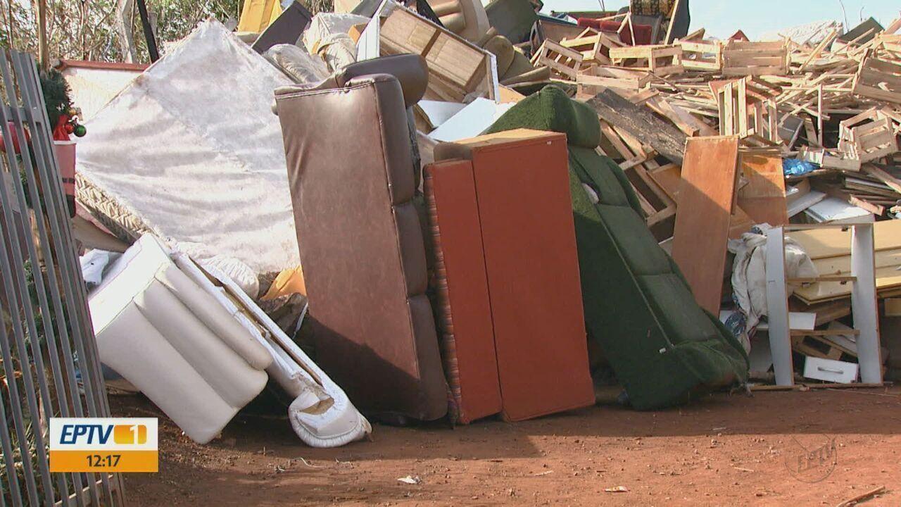 Moradores descartam lixo orgânico nos ecopontos em São Carlos