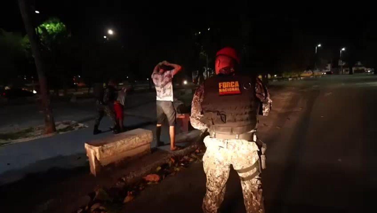 Força Nacional vistoria suspeitos nas ruas de Fortaleza