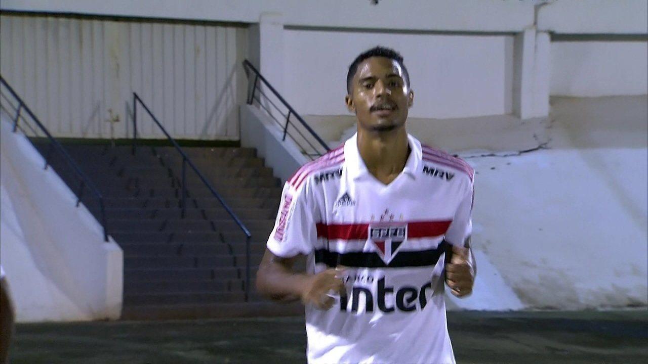Gol do São Paulo! Gabriel Novaes recebe de Antony dentro da área e toca na saída de Felicio aos 14 do 2º