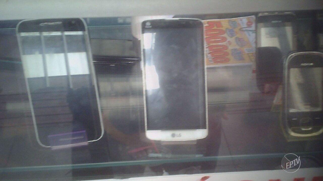 Reportagem flagra venda de celulares sem notas em Campinas