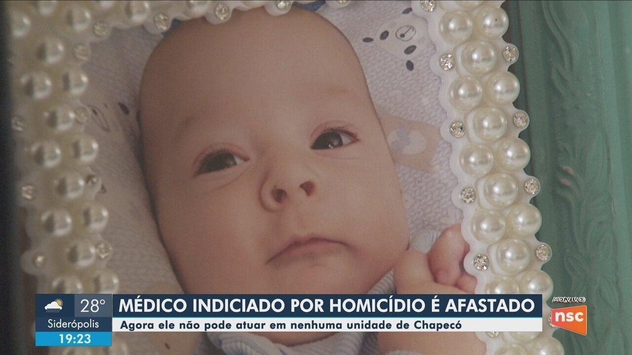 Médico indiciado por morte de bebê de 5 meses é afastado das funções em Chapecó