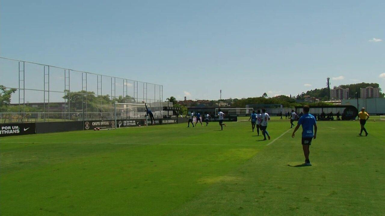 Gustagol quase marca de cabeça em jogo-treino do Corinthians