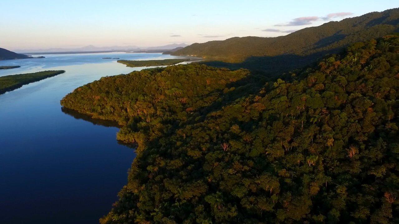 Os estados do Paraná e de São Paulo podem ser unidos por duas Ilhas