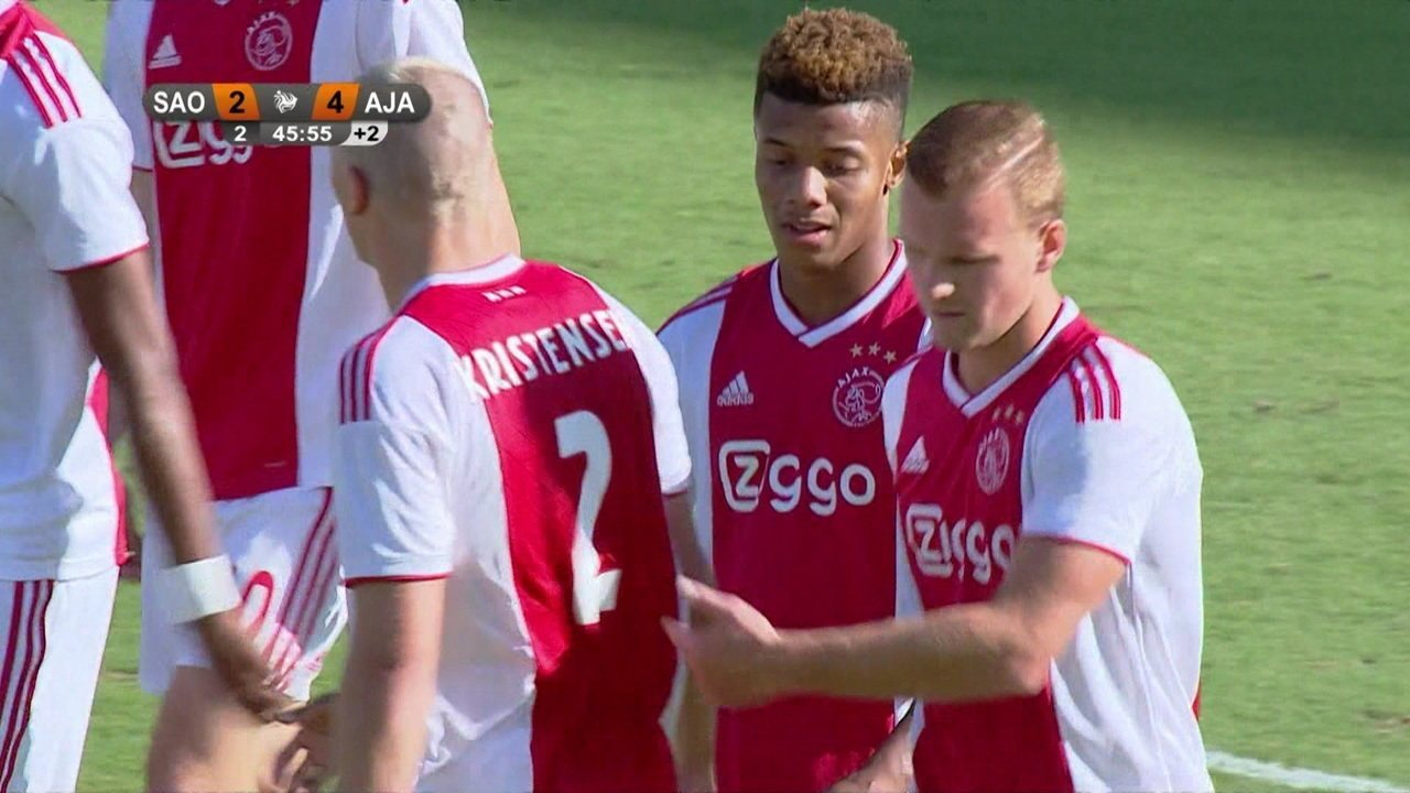 Gol do Ajax! David Neres recebe em velocidade, tira o zagueiro e marca no fim contra o ex-clube São Paulo