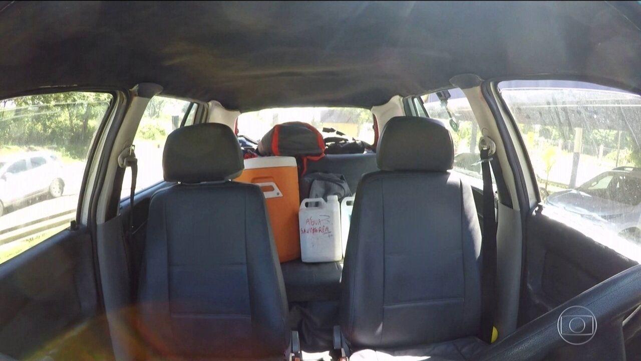 No carro, muitas malas e bagagem mal acomodada põem a viagem em risco