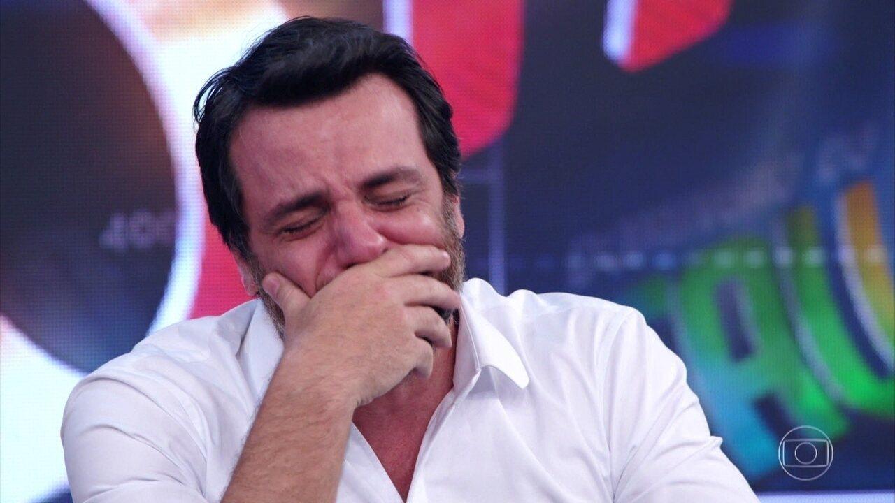 Rodrigo Lombardi se emociona ao falar do pai e ver depoimento do filho