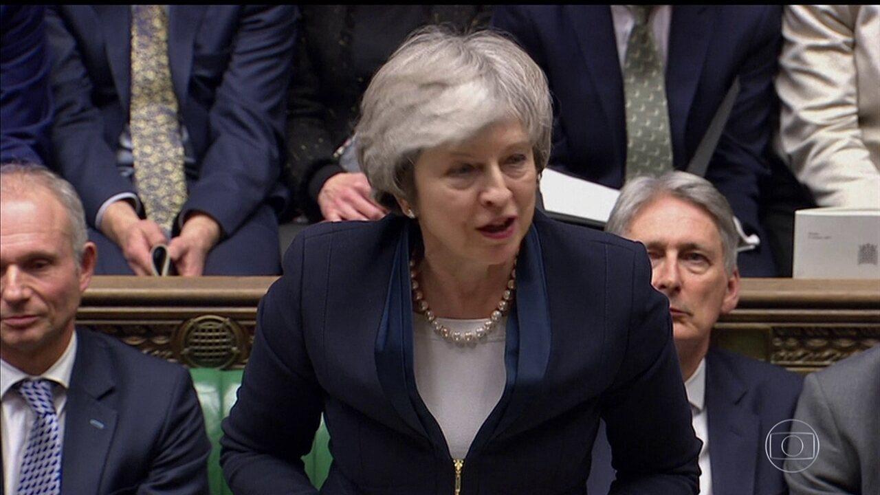 Premiê britânica enfrenta votação de moção de desconfiança