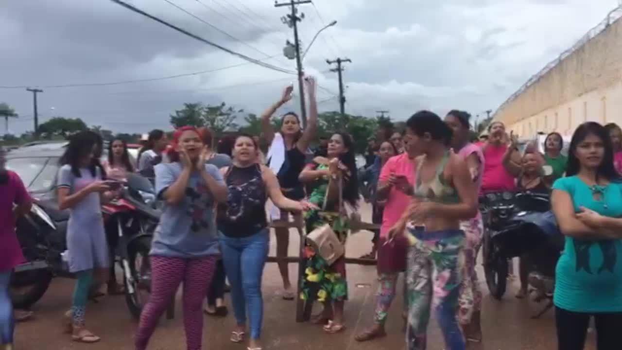 Mulheres de presos reivindicam por visitas durante mobilização