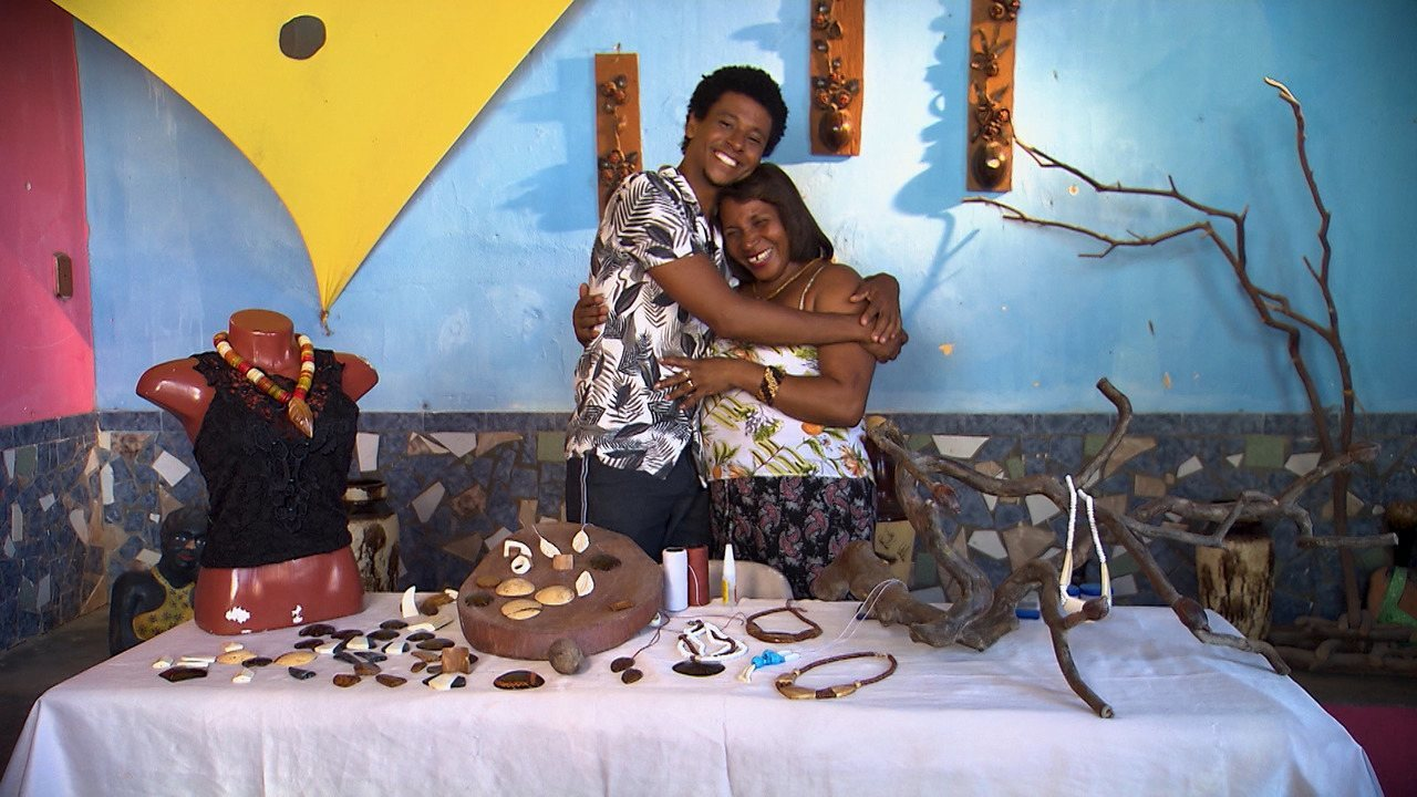 Aldri conhece dois artesãos de Baixio que usam o coco como matéria-prima